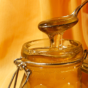 Смесь из меда, кураги и орехов