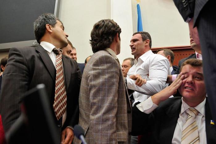 Виталий Кличко в парламенте (4 фото)