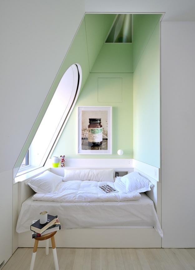 Фотография: Спальня в стиле Скандинавский, Современный, Малогабаритная квартира, Квартира, Советы, Бежевый, Бирюзовый, Зонирование, как зонировать комнату, как зонировать однушку, как зонировать однокомнатную квартиру – фото на InMyRoom.ru