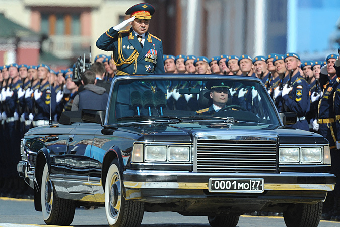 «Перекрестившись перед началом парада, Шойгу расположил к себе всю Россию»