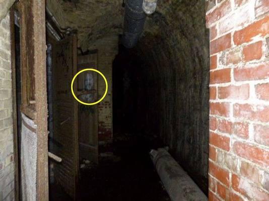 """""""Охотник за привидениями"""" заснял в подземном бункере лица двух призраков"""