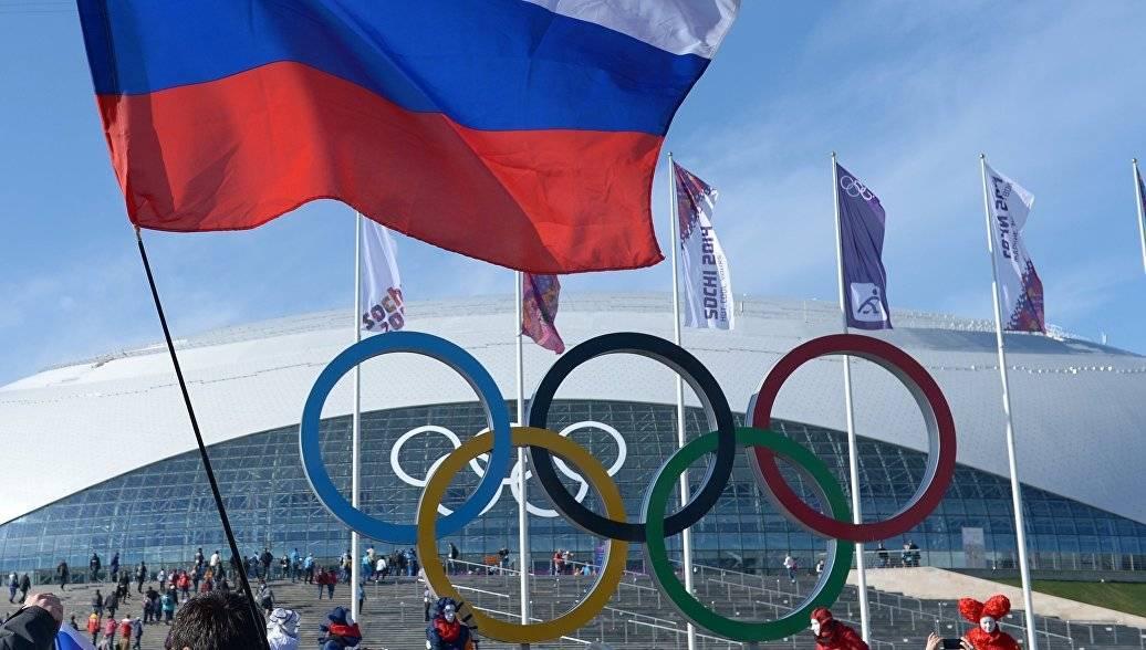 Флаг России на закрытии Олим…
