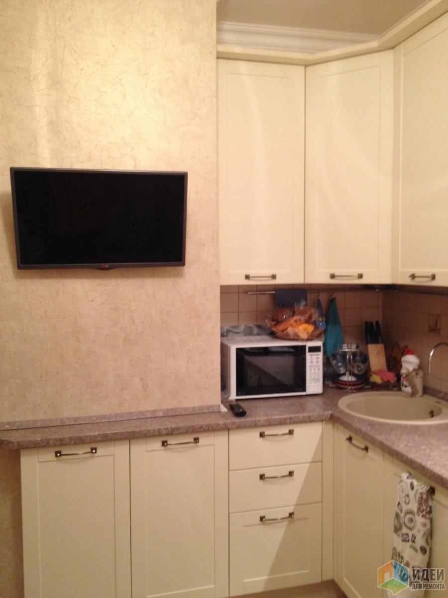 Кухня в доме П44, расстановка кухонной мебели, шторы на кухню