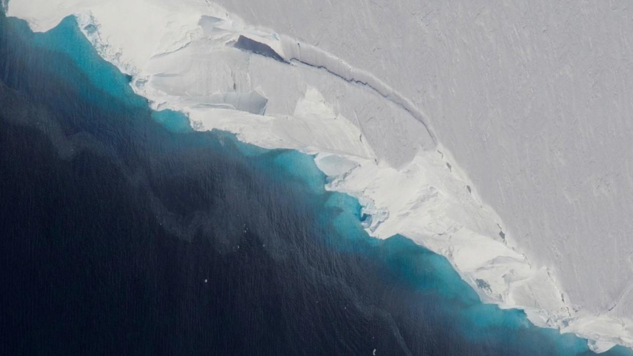 Под Антарктидой нашли огромную пустоту
