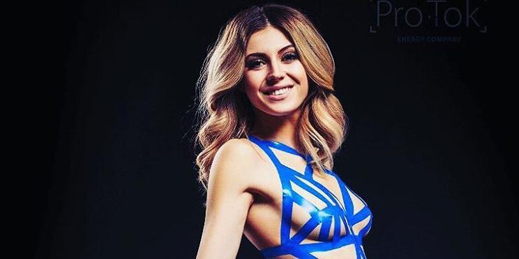 Красноярская компания одела девушек в откровенные бикини из синей изоленты по случаю 23 февраля