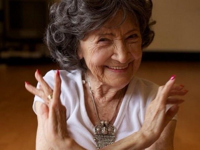 Ей 94 года, но вы только пос…