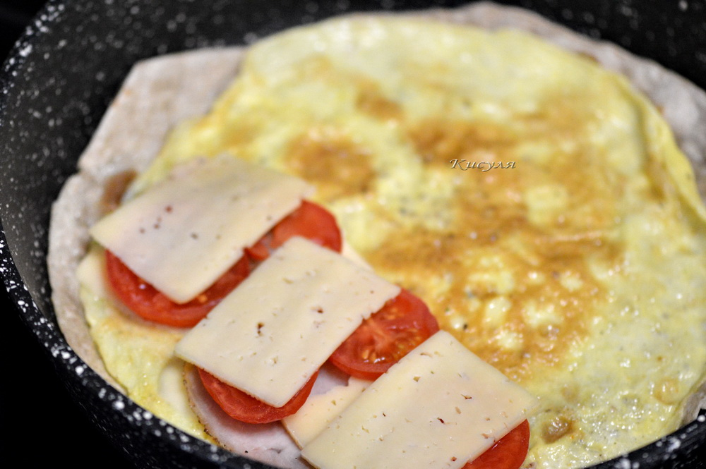 Яйцо с сыром и помидором в лаваше выпечка,закуски