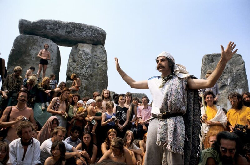 Хиппи собрались около Стоунхенджа, чтобы отметить летнее солнцестояние, 1972 год. Фото: Roger Hutchings / Getty Images. интересное/. фотографии, история, хиппи