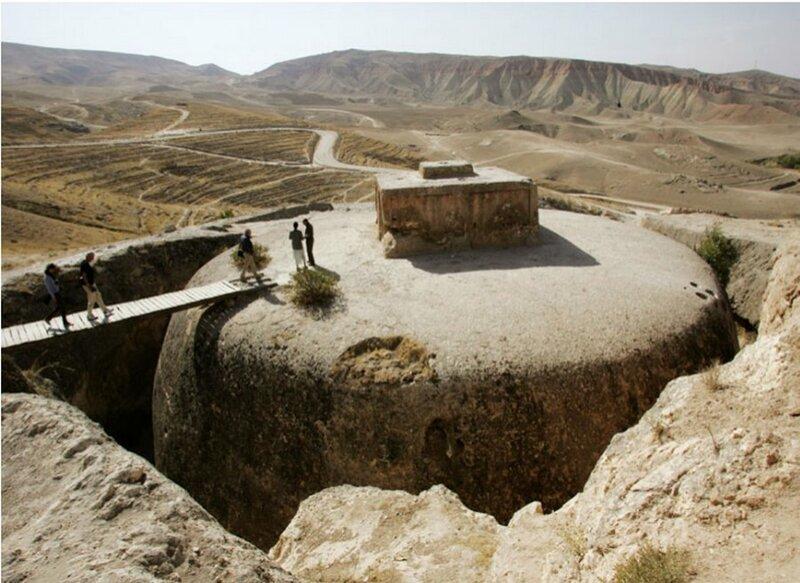Никакой отделки обнаружить в монастыре не удалось, но конструкция Тахт-э Рустам поразительна с технической точки зрения Ступа, Тахт-э Рустам, в мире, красота, мастерство, удивительно, факты