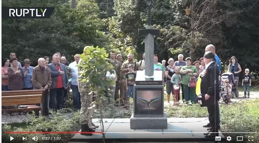 «Напоминание и памятник о трусости нашей власти»: в соцсетях возмущены монументом с изображением меча, вонзенного в карту РФ