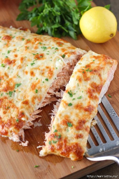 Запеченный лосось под сырной шубкой