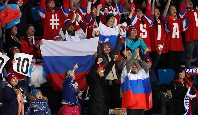 Русские наплевали на МОК и достали флаги РФ на всех трибунах