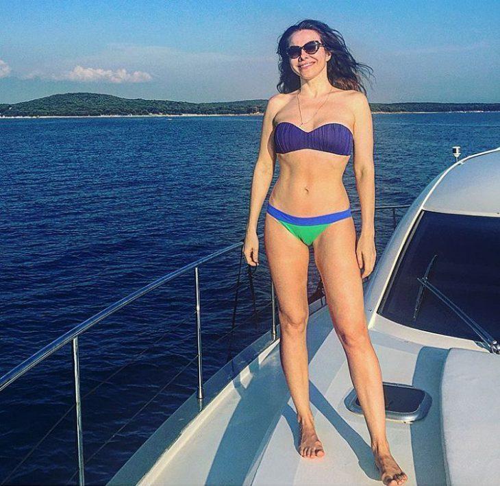 Как отдыхают русские звезды категории 40+  в пляжный сезон
