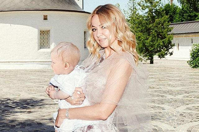 Яна Рудковская впервые рассказала о суррогатной матери своего младшего сына Арсения