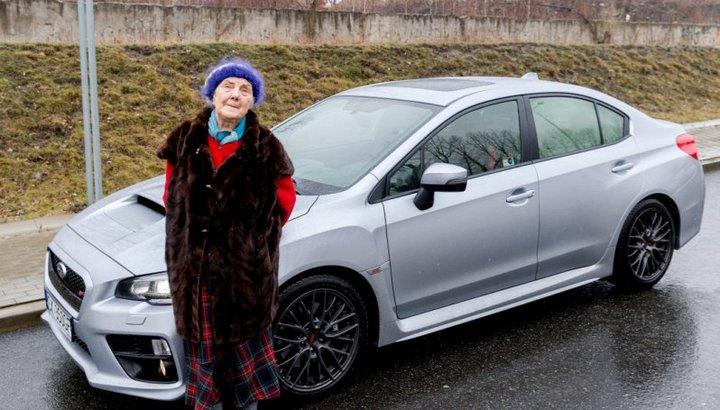 Купила на пенсию: Subaru WRX STI