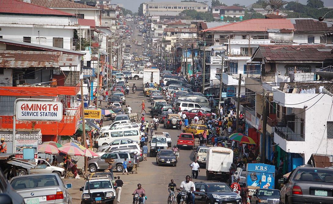 Либерия ВВП на душу населения: 300$ И вот — самая бедная страна мира. Десятки тысяч людей гибнут здесь ежегодно, от обычного недоедания. Финансовые ресурсы и количество продовольствия настолько низки, что эксперты прочат скорый коллапс всей страны.