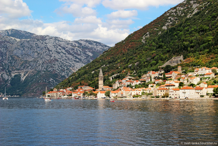 Ну какой еще городок в мире с населением в 350 человек так знаменит?! Живописный Пераст манит тысячи туристов... Так и я однажды увидев Пераст, захотела в Черногорию.