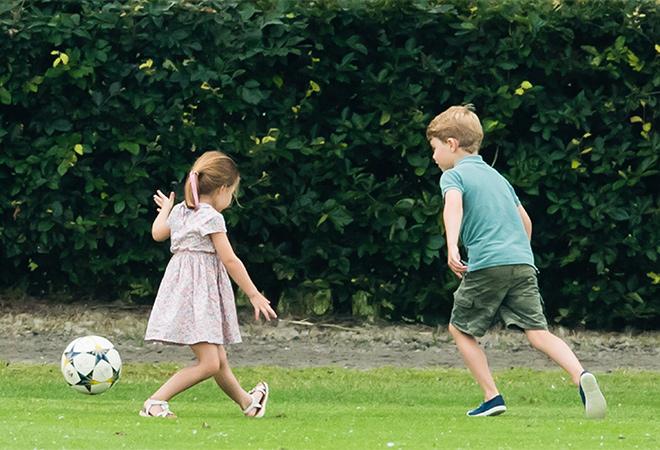 Выходные с бабушкой: как проводят лето принц Джордж и принцесса Шарлотта Монархи,Британские монархи