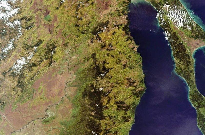 4. Река Амур и российско-китайская граница. земля, космос, пейзаж, планета, природа, россия, фотосъемка