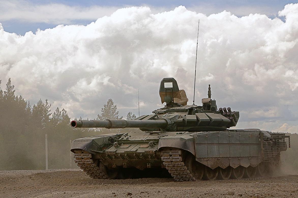 """""""Уралвагонзавод"""" поставил очередную партию модернизированных танков Т-72Б3 с дополнительной защитой"""