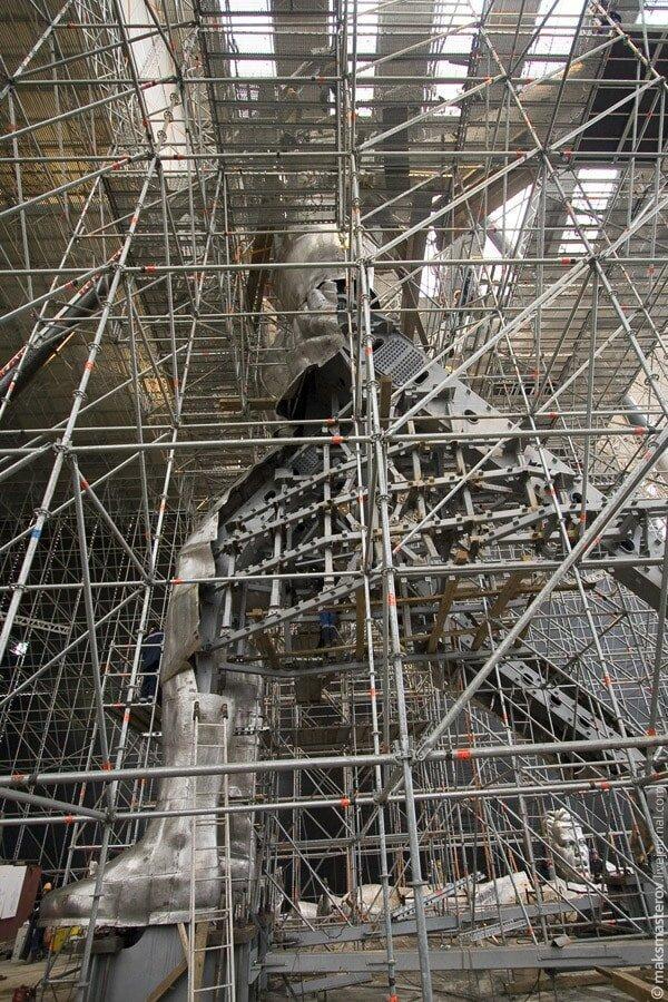 Во время реставрации был укреплён каркас монумента Рабочий и колхозница, внутри, интересно, монумент, статуя