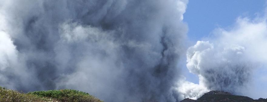 Непреодолимая сила природы в снимках извержения вулкана