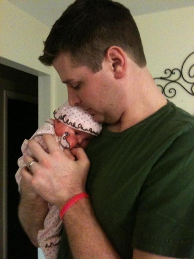 Родители ужаснулись, увидев новорожденную дочку...