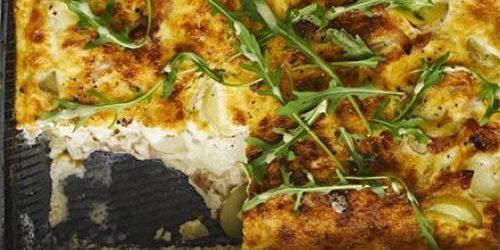 Рецепты с молодой картошкой: Яичная запеканка с молодой картошкой и беконом