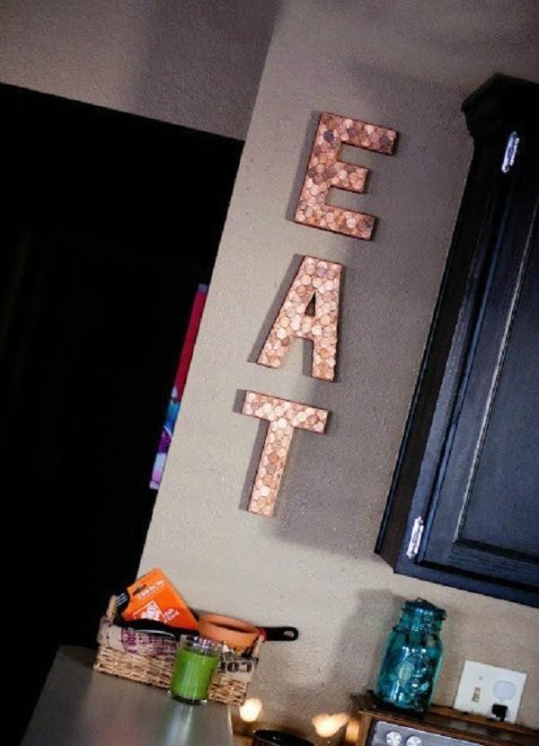 Деньги и буквы. Надписи из монет — интересный способ задать в комнате тематическое настроение. дизайн, креатив, монета, украшение