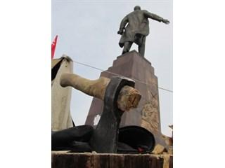 Запрещенный Сталин и уставшая Америка