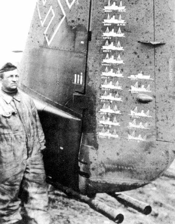 Хвостовое оперение немецкого бомбардировщика Ju-88 из KG51. Румыния, 1941 г. Великая Отечественная Война, архивные фотографии, вторая мировая война