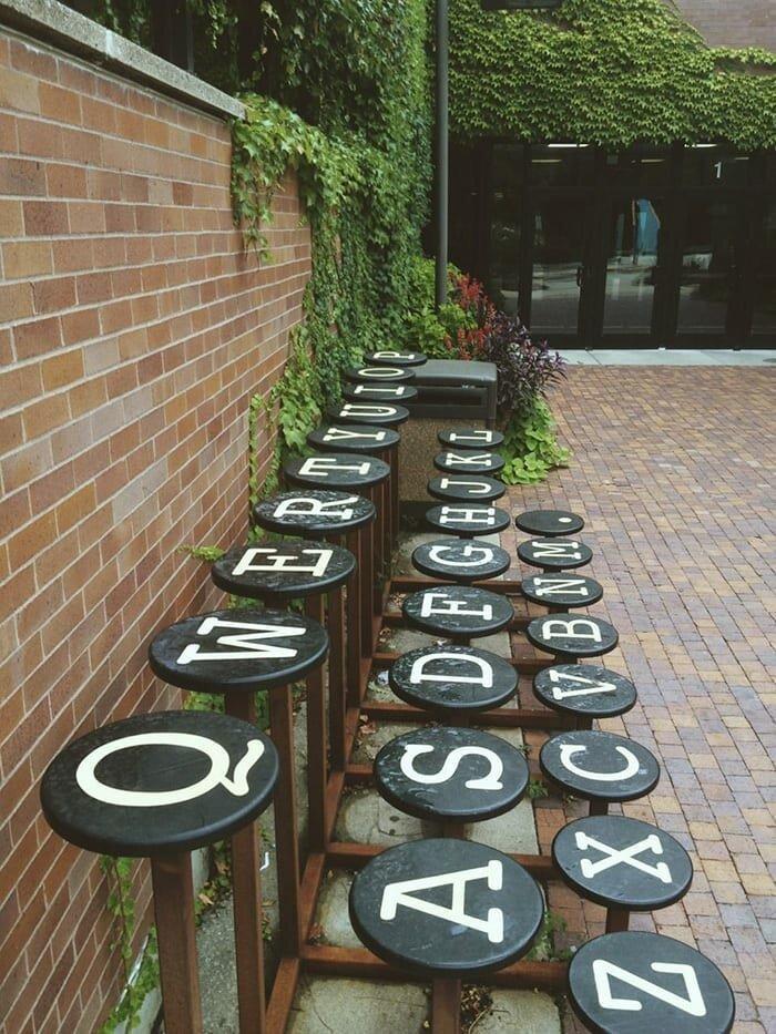 Скамья-клавиатура в мире, в парке, красота, креатив, лавочка, скамейка, удобство, фантазия