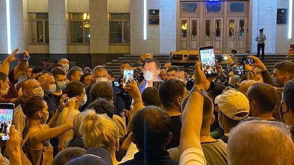 """""""Москва все услышала"""": Дегтярев впервые вышел к митингующим"""