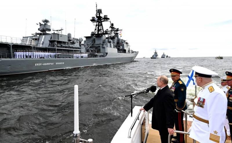 Мы способны нанести удар любому противнику: президент РФ выступил на параде ВМФ в Санкт-Петербурге