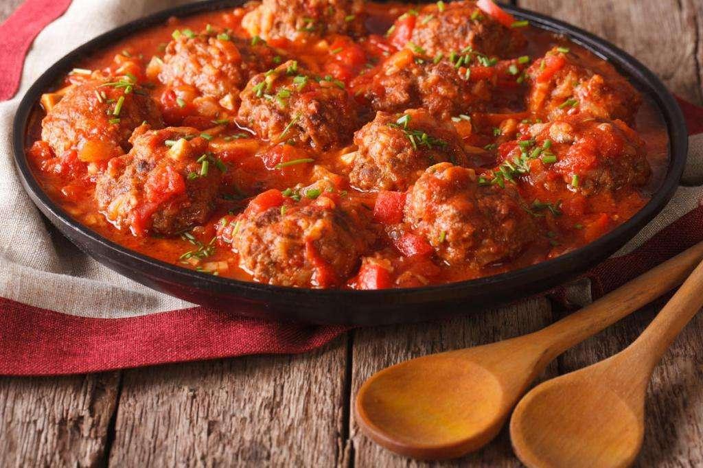 Как приготовить фрикадельки с подливкой на сковороде: рецепт с фото