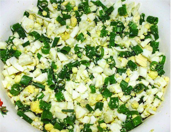 Экспресс-рецепт заливного пирога с луком и яйцом