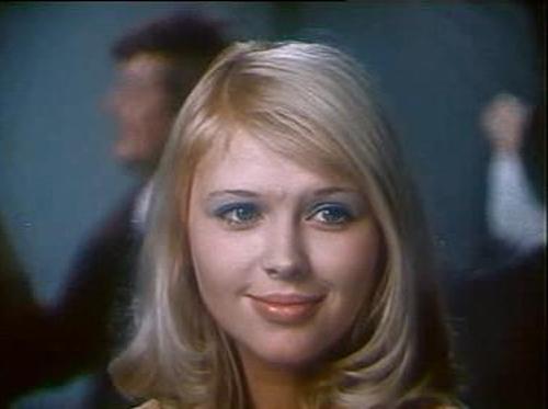 Как менялась девушка Генки Ляпишева Люся (актриса Ирина Азер) с течением времени.