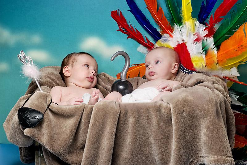 Младенцы воссоздают знаменитые сказки и романы в  необычном фотопроекте