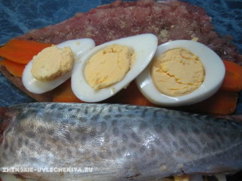 Rulet-iz-skumbrii-s-zhelatinom-morkoviu-retcept-prigotovleniia-foto-3