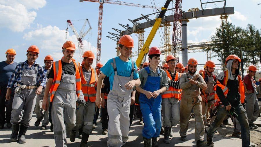 Почему мигрантам в России платят на треть больше, чем местному населению россия