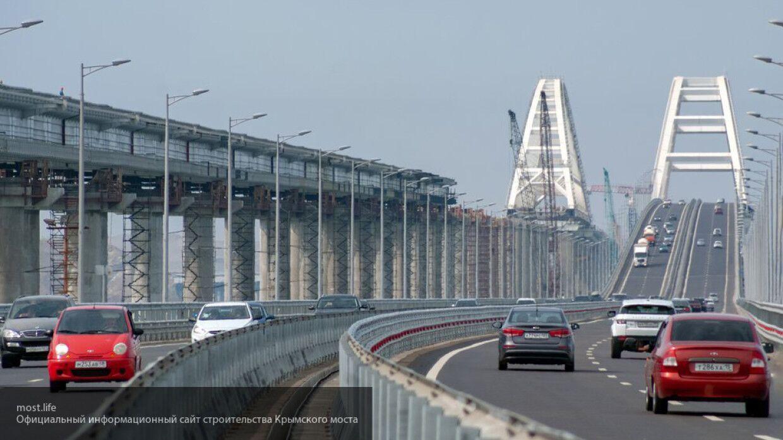 Аксенов потребовал не допускать пробок на Крымском мосту из-за проверок транспорта