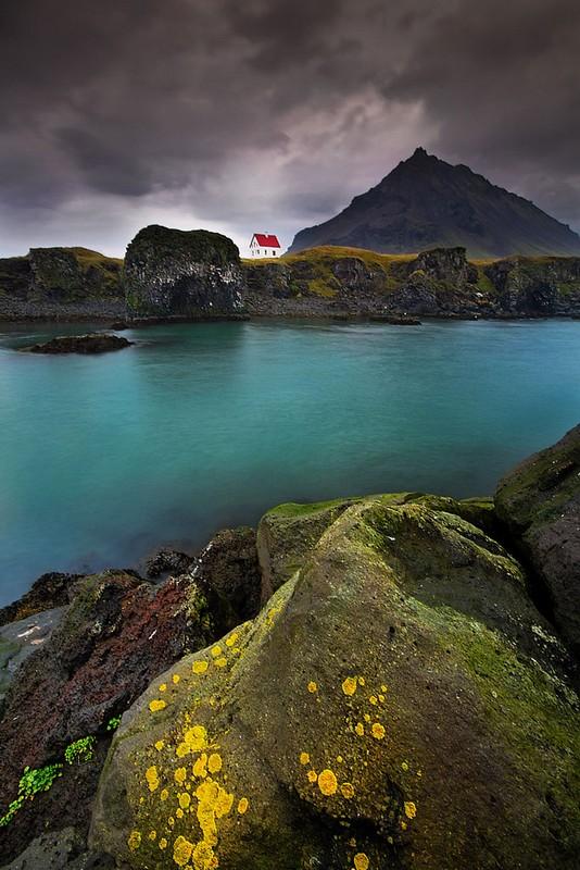 19. Дом на полуострове. Исландия.