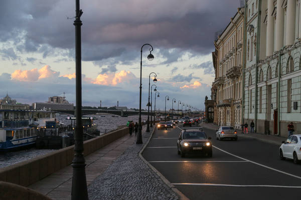 В центре Петербурга вводятся ограничения движения до начала ноября