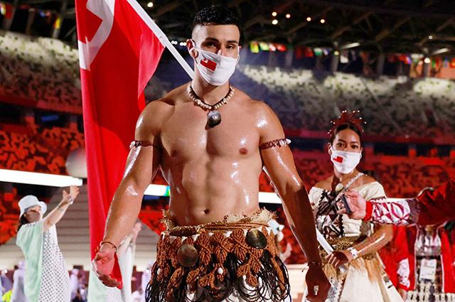 Тот самый знаменосец из Тонго вернулся на Олимпиаду. Пользователи соцсетей в восторге