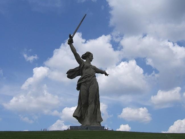 """Монумент скульптура """"Родина-мать"""" в Волгограде"""
