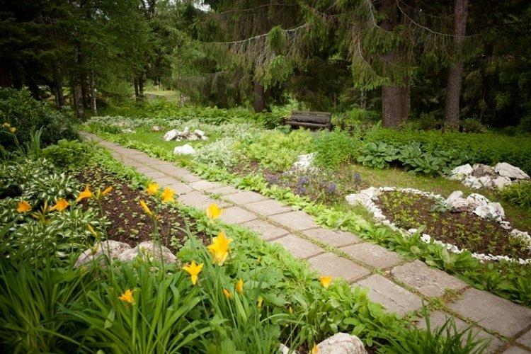 Сад у Ивановского карьера ож…