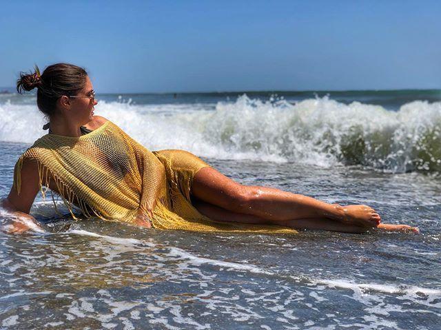 Владычица морской пучины: Агата Муцениеце показала соблазнительное фото в воде