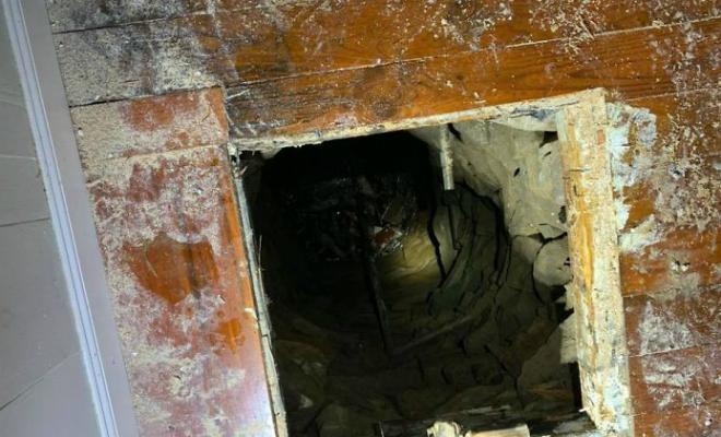 Мужчина помогал приятелю переехать, когда пол в старом доме под ним провалился. Вниз уходил тоннель, построенный 180 лет назад Культура