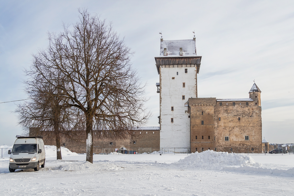 Между Швецией и Россией. Точный возраст Нарвского замка до сих пор вызывает массу споров среди историков загадки,история,спорные вопросы