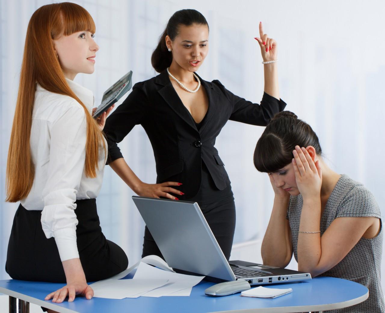 Не стоит брать к себе на работу друзей. Много в жизни историй, аналогичных этой